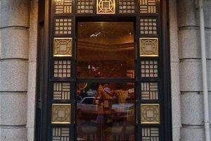 The Caféの飾り窓