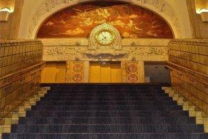 ホテル本館の正面階段