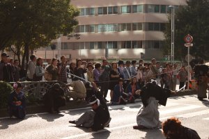De nombreuses reconstitutions et animations sont organisées tout le long de la parade