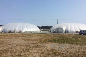 Rumah kaca yang menggunakan energi matahari untuk menanam sayuran