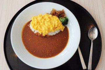라면이나 카레와 같은 간단한 요리도 제공됩니다.