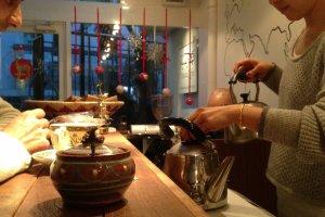 Seorang barista di Mocha Coffee