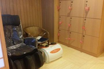 Massage chair corner