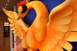 L'Oiseau de feu de Tezuka est exposé au musée sous forme d'objet géant