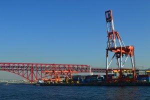 Alat berat di pelabuhan