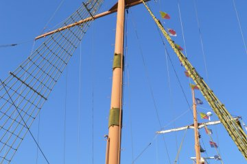 Santa Maria cruise's mast