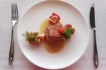 The hotel's special strawberry French toast at Meli' Meli'Anges French restaurant
