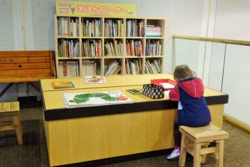 The book corner just above the lobby also comes with blocks and crayons