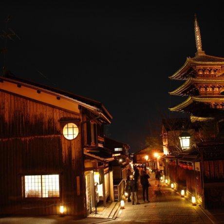 เทศกาลประดับไฟ Higashiyama Hanatôro