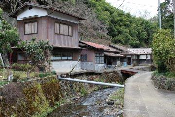 Serene surroundings at the Kurotani Washi Kaikan