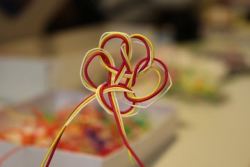 A finished mizuhiki knot