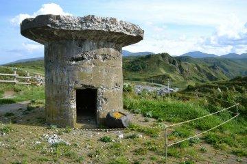 战争时所用地碉堡仍在景点区展示。