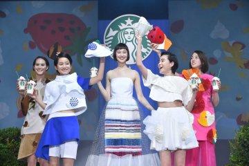 A Frappucino fashion show held in Japan. [Photos courtesy of Starkbucks Coffee]