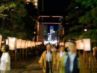 The crowd enjoying the lanterns and beautiful night