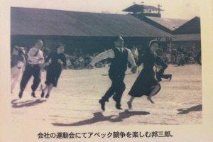 Iseki Kunisaburo enjoying recreation with his staff