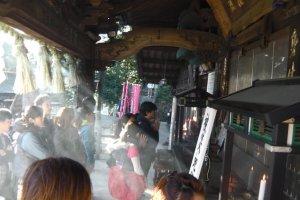 Visitors pray at Yakuo-in