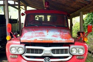 A vintage fire engine at Kuma Kogen Furusato Ryoko Mura