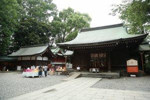 Sân đền thờ Hikawa