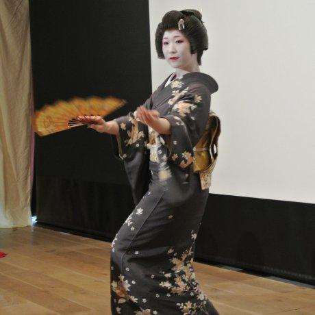 Ozashiki Odori dari Geisha Asakusa