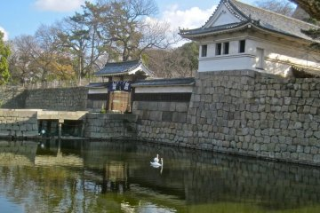 The Ote Ichi no Mon Gate from the moat
