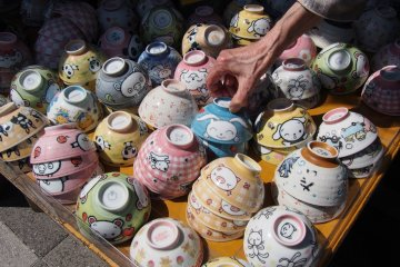 Bowls for sale at the market outside the museum.
