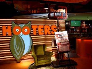 Hooters Shibuya gaming bar entrance