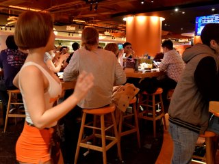 Dinner and waitress performance, entertainment is guaranteed