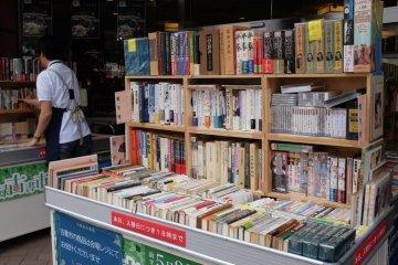 三省堂書店門口