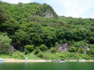 Озеро Сайко не пользуется большой популярностью и здесь мало людей, нежели на популярных озерах Кавагутико и Яманака