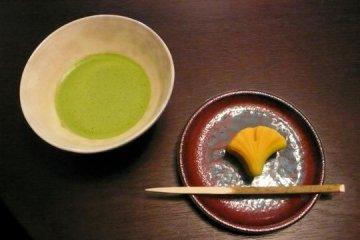A green tea serving at ran Hotei