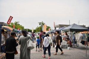 Entering Umekoji handmade crafts market