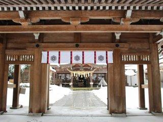 Entrance to Shirayama-hime Shrine