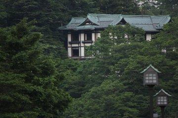 Puedes encontrar varias casas antiguas.