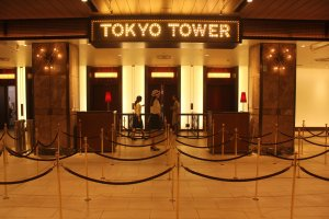 Entrada al elevador para subir.