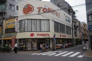 Tomato dispose de cinq boutiques dans la rue