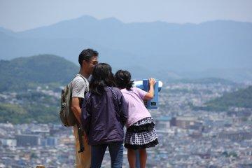 Из парка открывается панорамный вид на Киото