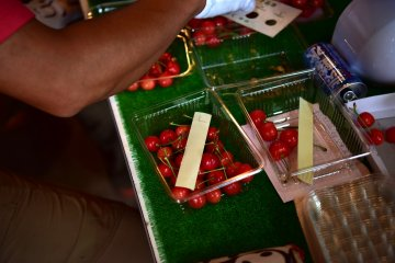 L-size cherries
