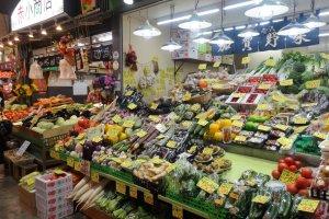 과일 및 채소도 판매 중