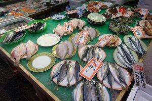 대부분의 생선은 현지에서 조달됩니다.