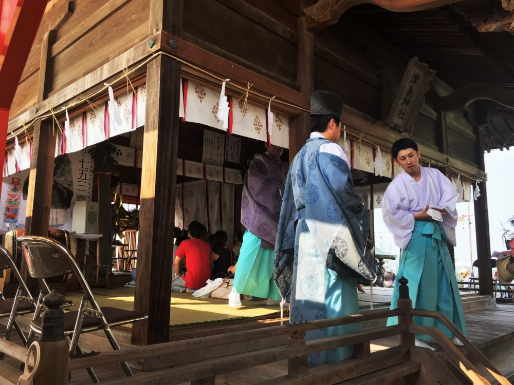 Many shrine priests are in attendance for the Tsushima no Miya Festival
