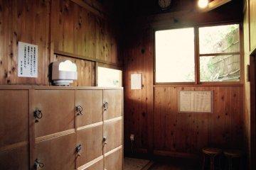 ห้องล็อกเกอร์ของที่อาบน้ำกลางแจ้ง
