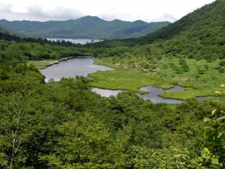 Vista do Kakumanbuchi com o Lago Onuma no fundo
