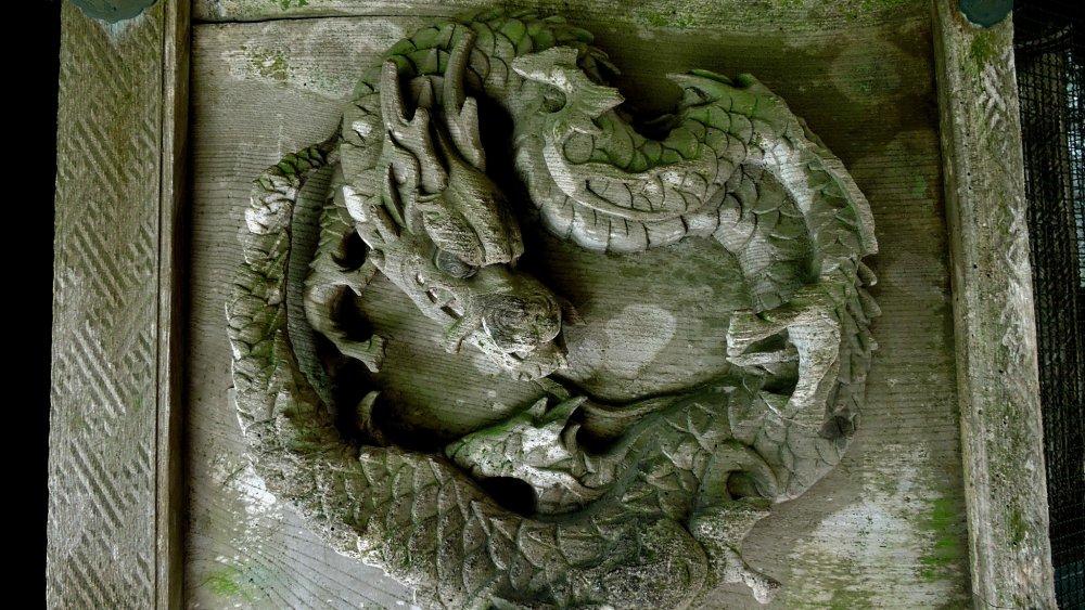 O dragão do portão esquerdo