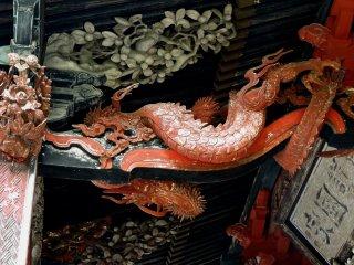 Outro dragão dançando sob os beirados