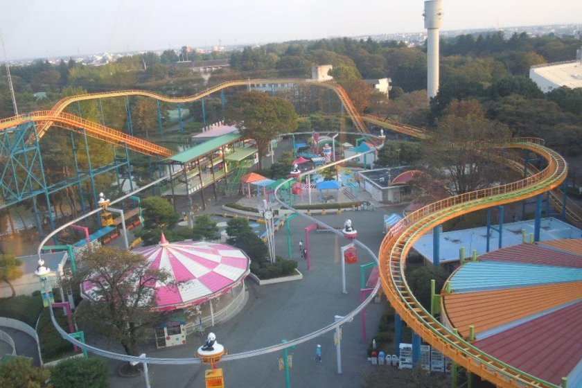 Bird\'s eye view of the park, photographed from the top of the ferris wheel.