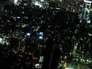 """Pemandangan Tokyo Tower yang terlihat """"kecil"""""""