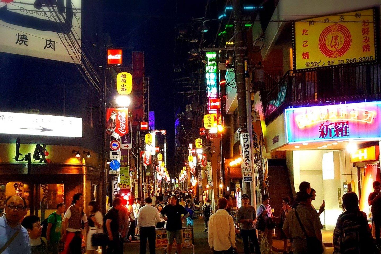 People wandering around Kokubunchô.