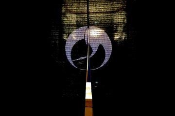 <p>ภาพนกกระเรียนบนผ้าม่านของร้านอิกินะริ-ยะ</p>