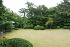 Perfectly manicured front garden at the Nasu Kogen Sanraku.