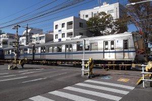 A Shizutetsu train